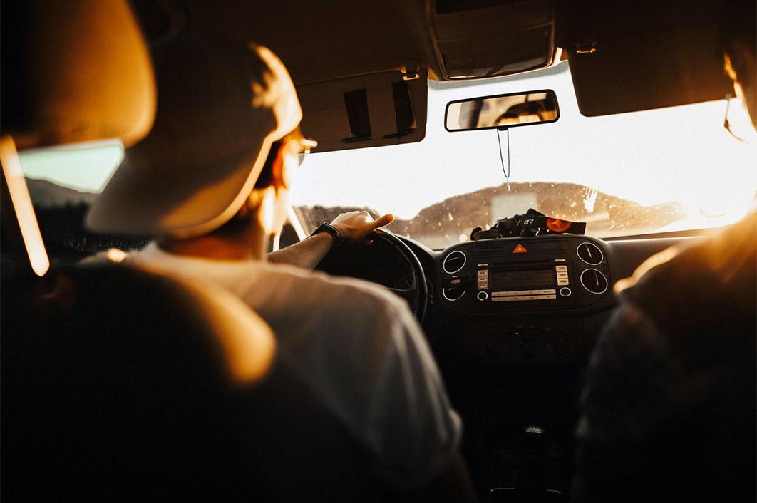 Řidičák na zkoušku? Lepší by bylo naučit lidi opravdu řídit
